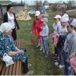 Воспитанники Речкаловского дет. сада поздравляют ветеранов